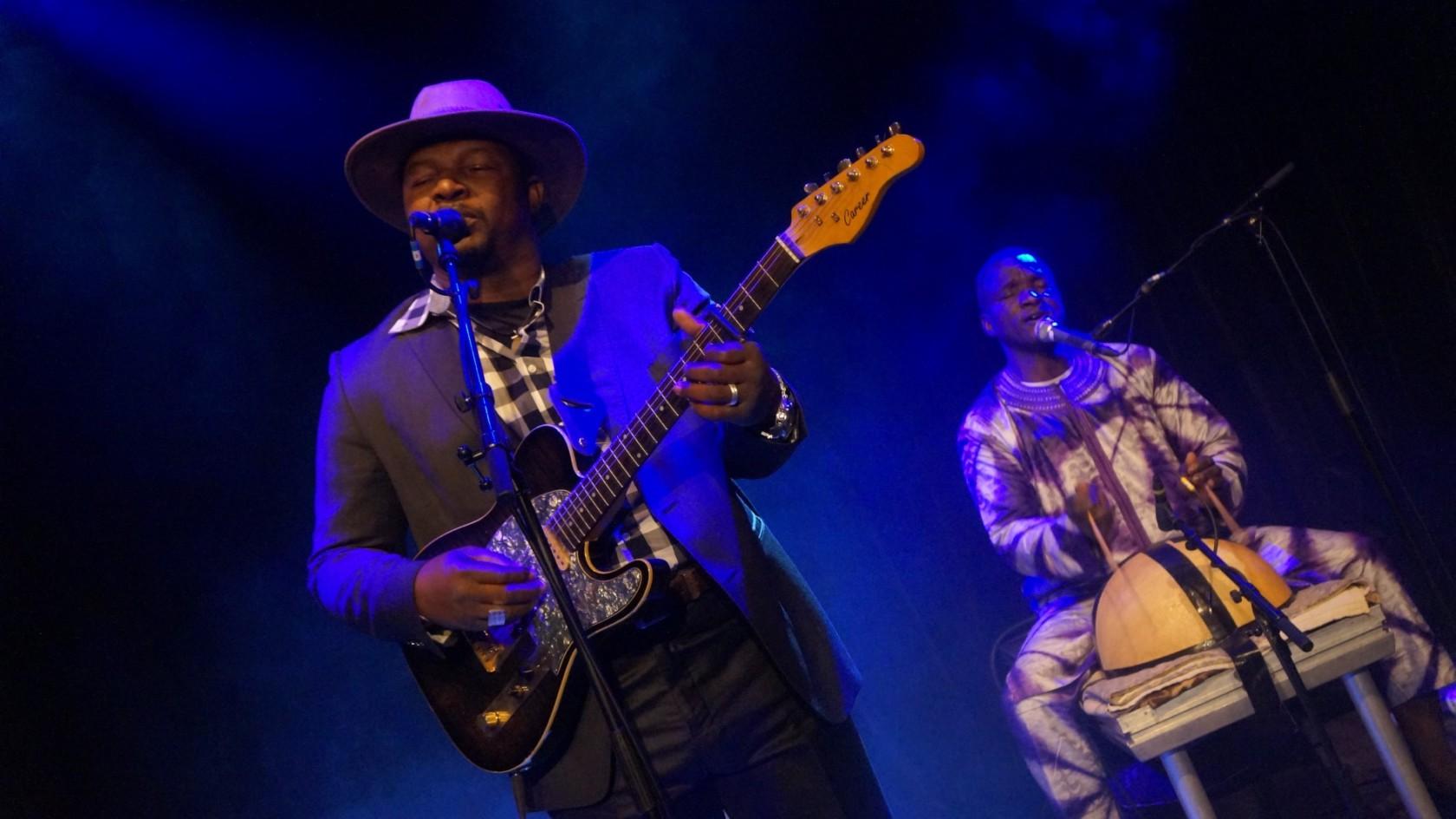 Samba Touré met Woestijn Blues
